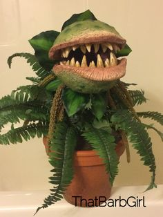 Man Eating Plant Paper Mâché ThatBarbGirl 2019 Man Eating Plant Paper Mâché ThatBarbGirl The post Man Eating Plant Paper Mâché ThatBarbGirl 2019 appeared first on Paper ideas. Halloween Prop, Fall Halloween, Halloween Crafts, Happy Halloween, Halloween Decorations, Paper Mache Clay, Paper Mache Crafts, Clay Crafts, Clay Art