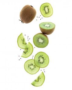 DIY Kiwi Beauty Mask - This winter superfruit makes a refreshing snack -- for your skin. With its powerful duo of antioxidant vitamin C (more than an orange!) and exfoliating alpha hydroxy fruit acids, kiwi creates more elasticity in the skin. Kiwi, Mac Cosmetics, Danette, The Tiny Seed, Tips & Tricks, Homemade Beauty Products, Beauty Recipe, Skin Brightening, How To Apply Makeup