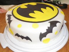 Batman Cake- I will be making this one of these days! man wish i could do this for my birth day cake in july!! batman!! nanananana