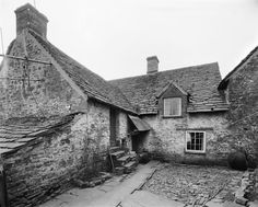 Llwyn Celyn in the Brecon Beacons is one of Wales' oldest continually occupied properties, having been lived in since 1480 Wales Uk, South Wales, Welsh Cottage, Welsh Country, Country Farmhouse, Timber Buildings, Brecon Beacons, Cottage Interiors, Swansea