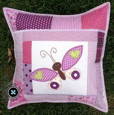 Almofada Borboleta - Patchwork Patchwork Baby, Patchwork Pillow, Quilted Pillow, Cushions To Make, Kids Pillows, Scatter Cushions, Applique Cushions, Sewing Pillows, Childrens Cushions