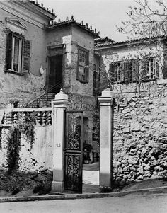My Athens, Athens Greece, Old Pictures, Old Photos, Bauhaus, Greece History, Ancient Greece, Crete, Art And Architecture