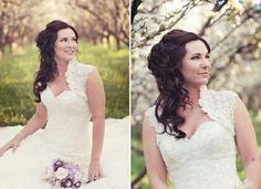 coiffure mariage cheveux longs: boucles détachées sur le côté