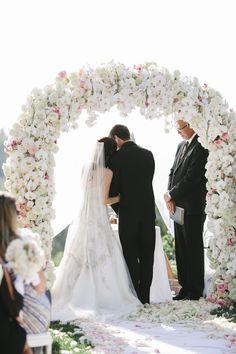 Inspiration mariage de luxe : l'arche de cérémonie