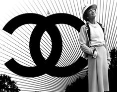 Having read the biographies of the most important characters that among their successes, their talent and their pain, especially the last ones have managed to remain an icon. Came to my mind one of them, Gabrielle Bonheur Chanel known by the nickname Coco.Gabrielle Chanel was born on August 19 in 1883 in a modest family on the outskirts of Valle della Loira French. Her father was a salesman, while her mother a worker .. After losing mom at age 32, along with sisters Gabrielle was adopted by…