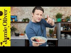 This is a nutritious breakfast that is rammed with fruity oaty goodness! Jamie's adds a little twist to make this dish seem a little bit naughtier than it actually is. Give this a go and you'll be laughing all the way to lunchtime! English Breakfast Tea, Breakfast For A Crowd, Healthy Brunch, Nutritious Breakfast, Vegan Breakfast, Jamie Oliver Deutsch, Easy Yorkshire Pudding Recipe, Brunch Recipes, Breakfast Recipes