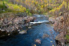 Ei elv renner igjennom ei steinur     http://www.tursiden.no/ei-elv-renner-igjennom-ei-steinur/