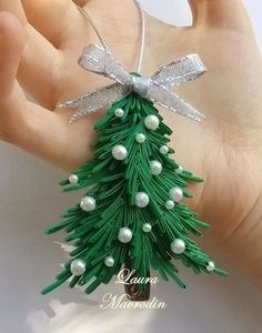 30+ DIY Quilling Christmas Decoration ideas --> http://bit.ly/12jEwDe