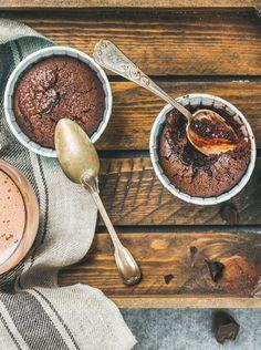 Du chocolat, du beurre, de la poudre d'amandes... Et vous aurez un moelleux au chocolat ultra gourmand et facile, qui va vous mettre des étoiles dans les yeux !