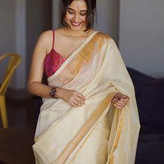 Mind-blowing Kanchipuram Pattu Sarees You Can Shop Online Keep Me Stylish Kerala Saree Blouse Designs, Blouse Neck Designs, Indian Beauty Saree, Indian Sarees, Ethnic Sarees, Indian Dresses, Indian Outfits, Onam Saree, Kasavu Saree