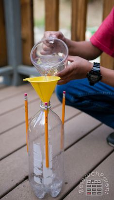 Full step-by-step picture tutorial for an inexpensive, quick, super easy bottle rocket experiment. Fun science experiment for kids of all ages. Rockets For Kids, Water Games For Kids, Science Activities For Kids, Family Activities, Preschool Science, Preschool Crafts, Diy Bottle Rocket, Bottle Rocket Launcher, Backyard For Kids