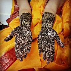 As per South Asian tradition, the henna artist has to write the grooms name in between the brides intricate bridal design and during that night, the groom must find all of the names.  How many of the names can you find?  #mesmerizingkreativity #Bride #desibride #wedding #henna #mehndi #bridalhenna #bridal #bridalmehndi #desibride #bengalibride #matrimony #indianbride #desibride #dressyourface #tattoo #bodyart #Bengali #paisley #shaadi #bengaliwedding #ashkumar #asianbride #indianwedding…