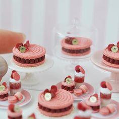The Ispahan Heaven, miniature cakes