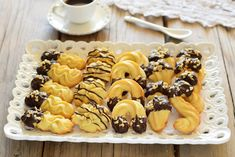 Biscotti di frolla montata come in pasticceria- trucchi e segreti Italian Cookies, Mini Cupcakes, Truffles, Cake Decorating, Good Food, Sweets, Ricotta, Breakfast, Desserts
