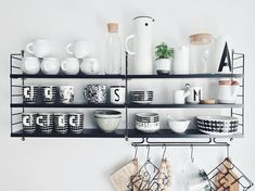 Modular Furniture, Kitchen Furniture, Kitchen Decor, Cheap Furniture, Scandinavian Shelves, Scandinavian Kitchen, String Shelf, Compact Living, Küchen Design