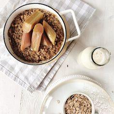 Kind of a happy morning  es war wiedermal Zeit für gebackenes Porridge - dieses Mal mit Rhabarber  habt den feinsten Freitag!
