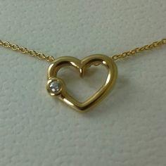 Mira este artículo en mi tienda de Etsy: https://www.etsy.com/es/listing/285784439/14-kt-solid-gold-mini-heart-with-diamont