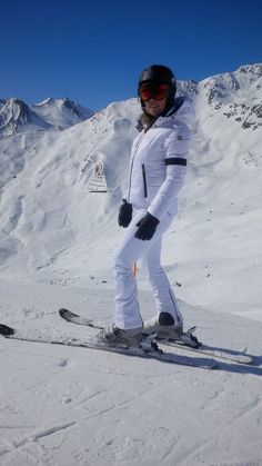 I am wearing Goldbergh Luxury Sportswear in white. Love this brand and their Skinny Skipants. Perfect fit! http://ludwigs.nl/ludwigs-way-to-have-a-great-ski-break-in-serfaus/