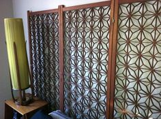 Use a decorative, mid-century living room screen as a headboard - Retro Renovation Toilet Paper Roll Art, Rolled Paper Art, Wooden Screen, Metal Screen, Decorative Screen Panels, Lattice Screen, Casa Retro, Mid Century Living Room, Modern Headboard