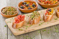 Le bruschette sono un antipasto versatile e colorato, ecco 8 modi per condirle e portarle in tavola ogni volta in maniera diversa: provale tutte!