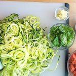 Spenótos-parmezános cukkini tészta » Vízmegoldás Sprouts, Cabbage, Paleo, Food And Drink, Vegetables, Cabbages, Beach Wrap, Vegetable Recipes, Brussels Sprouts