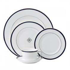 Royal Doulton Signature Blue showcases a striking Navy Blue band to complement the platinum accented rims and inner verge. This Signature Blue Place Setting, made of fine bone china, creates an atmosphere of fine dining and elegance. Crystal Wine Glasses, Crystal Stemware, Crystal Gifts, Fine China Dinnerware, Blue Dinnerware, Dinner Places, Dinner Sets, Royal Doulton, Wedgwood