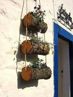 Log Planter, Planters, Jardim Natural, Tree Trunks, Natural Garden, Rustic Gardens, Flower Basket, Logs, Decorating Your Home