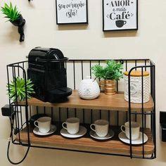 Uma inspiração linda para o seu cantinho do café 😍 Foto da @juazevedo_ju 📸 Coffee Corner, Coffee Time, Tea Time, House Plants Decor, Plant Decor, Decoration, Home Office, Buffet, Shelves
