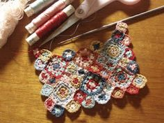 Hanna & The Lion: August 2011 Crochet Squares, Crochet Motif, Crochet Flowers, Knit Crochet, Crochet Patterns, Harry Potter Dolls, Miniature Crafts, Tiny Treasures, Handicraft