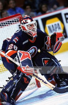 oct-1999-felix-potvin-of-the-new-york-islanders-guards-the-goal-the-picture-id491234 (661×1024)