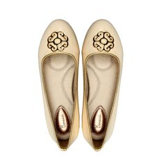 The classy Yas Bonessi Ballerinas in cream leather. With only 2015 pairs of Ballerinas crafted to mark the birth year of the first complete collection you will stand out and look incredible this summer.  http://www.bonessiballerinas.com/ballerinas/yas/yas-cream  #BonessiBallerinas #LondonDesigners #Bonessi #ComfortableShoes #Comfort #FlatShoes #London #Shoes #Fashion #Outfit #Shopping #Beautiful #Style #LuxuryFashion #LeatherShoes #Luxury