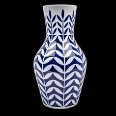 Jarrón UMBELA. Porcelain Ceramics, China Porcelain, Milk Way, Clay Vase, Bottle Art, Decorative Accessories, Table Accessories, Favorite Color, Glass Art