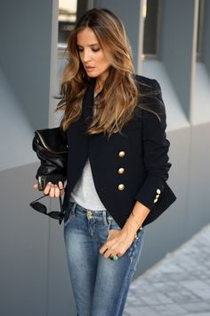 Navy blazer w/gold buttons, gray tee, jeans.