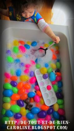 24 Easter Sensory Bins - HAPPY TODDLER PLAYTIME - - Here is a great list of fun and easy Easter sensory bins! They are all great ways to play and entertain toddlers and preschoolers this spring! Toddler Learning Activities, Spring Activities, Sensory Activities, Infant Activities, Easter Activities For Toddlers, Sensory Bins, Sensory Play, Sensory Table, Easter Crafts For Kids