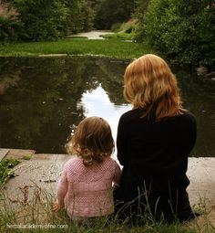 167 Red Flags or Examples of Parental Alienation.these apply to alienation from other family members Mother Daughter Photos, Mom Daughter, Daughters, Familia Y Cole, Adorable Petite Fille, Mommy And Me Photo Shoot, Photo Couple, Shooting Photo, Single Parenting