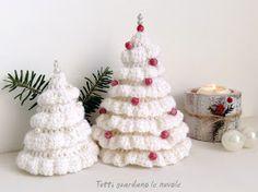 Un altro post a tema natalizio.  Oggi vorrei mostrarvi  un piccolo lavoro fatto  con il solito crochet,  ma questa volta ho utilizzato  la ...