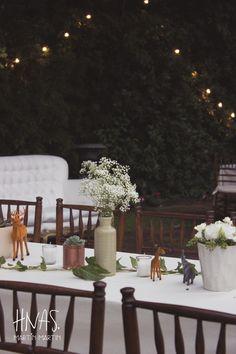 Lowlands, ambientación, casamiento, boda, centro de mesa, animales, terrario, suculentas , banderines, sillas tiffany de madera oscura, mesas largas decor, wedding, centerpiece, animals, terrarium, succulents, pennants, tiffany dark wood chairs, long tables