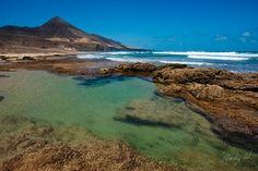 Laguna verde en la playa de Cofete - Jandía, Fuerteventura by Andreas Weibel, via Flickr