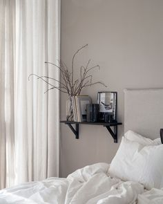 Bedside shelf Bedroom Decor Ideas Styling Decoration House Home Bedroom Furniture Design, Living Furniture, Home Decor Bedroom, Minimalist Bedroom, Minimalist Home, Beautiful Bedrooms, Modern Interior Design, Apartment Living, Home And Living