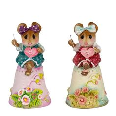 Wee Miss Mousey sits on her thimble, patiently stitching together a broken heart with threads of love. Choose pink or white thimble. x Sculpted by Donna. Three Blind Mice, Mending A Broken Heart, Silly Faces, House Mouse, Miniature Figurines, Cute Little Animals, Little Sisters, Guinea Pigs, Squirrel