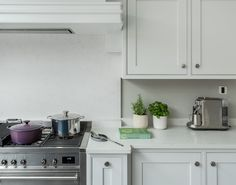 The Foxhills Kitchen is an example of a handcrafted Shere Kitchen to show the craftmanship of our work and give you ideas for your bespoke kitchen Handmade Kitchens, Custom Kitchens, Bespoke Kitchens, Smeg Range, Shaker Style Doors, Range Cooker, Beautiful Kitchens, Canopy, Kitchen Cabinets