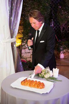 Challah cutting at wedding at One World Theatre in Austin. Joshua Aull Photography; Altar Ego Weddings wedding planner; coordinator #mannandwife1017