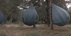 TREETENTS: tende da campeggio, ma tende sospese come gocce dai rami degli alberi. A idearle lo scultore e designer olandese Dré Wapenaar.