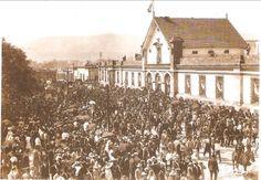 Gente frente al Colegio Civil, Septiembre de 1910, en la Celebración del Primer Centenario de la Independencia de México.
