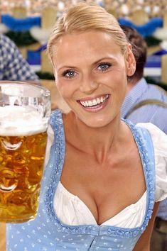 Octoberfest Girls, Oktoberfest Beer, Octoberfest Costume, Beer Girl, German Women, Beer Festival, Beautiful Girl Image, Best Beer, Root Beer