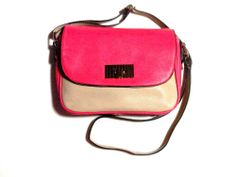 Nude beige and Raspberry red creates an electric colour contrast. The shoulder strap is a nude beige with black lining. With Atomic pink satin interior.*Free Shipping worldwide*