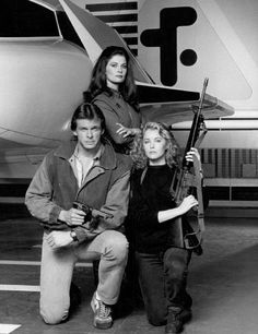 Mike Donovan (Marc Singer), Julie Parrish (Faye Grant) and Diana (Jane Balder)… Sci Fi Tv Shows, Sci Fi Series, Faye Grant, V Tv Show, Marc Singer, V Collection, Original Tv Series, Science Fiction Series, Classic Horror Movies