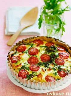 Gluten-free cheese and tomato quiche - Healthy Food Guide Cooking Recipes, Healthy Recipes, Simple Recipes, Healthy Food, Cheesy Recipes, Sweet Pastries, Russian Recipes, Food Photo, Smoothie Recipes