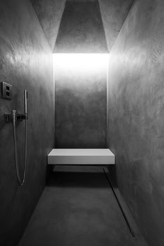 Tadelakt by Odilon Creations - Filip Deslee | © Kris Dekeijser Contemporary Bathrooms, Modern Bathroom, Small Bathroom, Bathroom Ideas, Bathroom Toilets, Washroom, Shower Box, Eco Buildings, Modern Interior