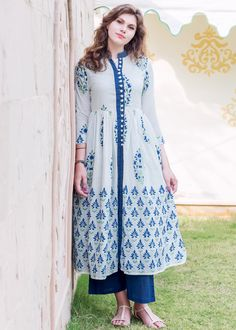 Stylish Dresses For Girls, Stylish Dress Designs, Designs For Dresses, Simple Dresses, Pakistani Fashion Casual, Pakistani Dresses Casual, Pakistani Dress Design, Cotton Long Dress, Frock For Women